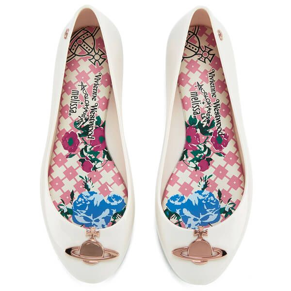 Personal stylist recommends   Women trendy shoes   Online UK shopping   Runway inspiration   Burberry   Marc Jacobs      Louis Vuitton
