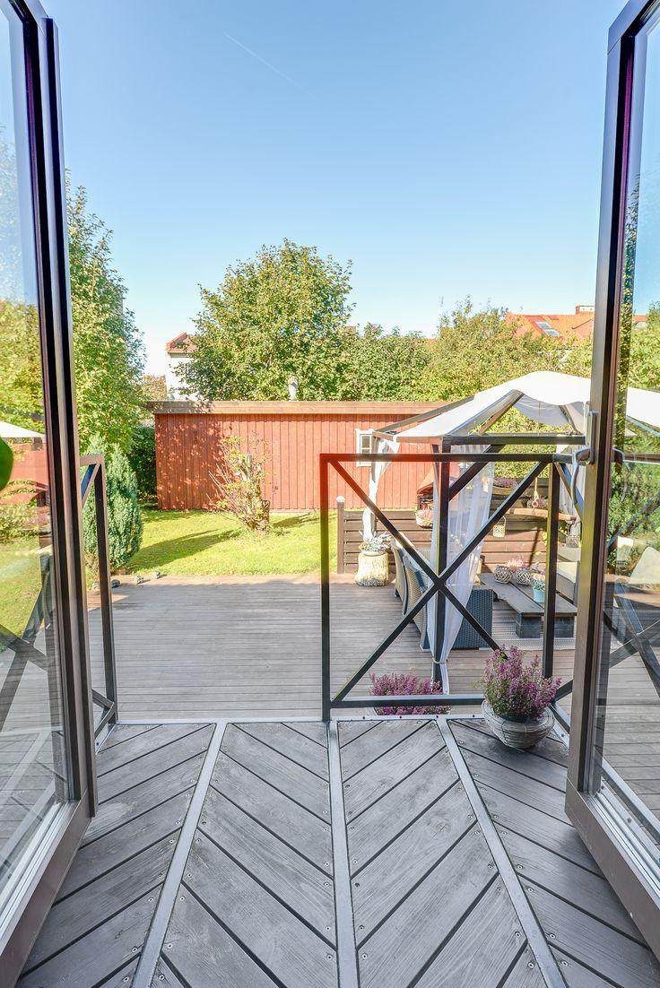 Underbar trappa i smidesjärn och trä! Leder ut i en lika underbar trädgård med mysig bakgårdskänsla! Smedjegatan 21, Halmstad.