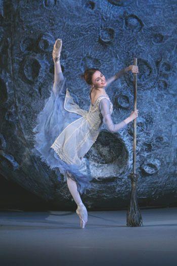 Svetlana Zakharova in Cinderella ♥ www.thewonderfulworldofdance.com #ballet #dance