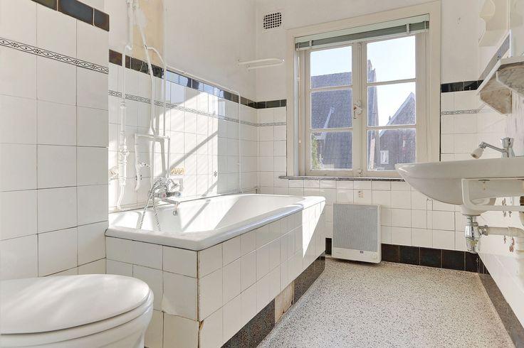 Jaren30woningen.nl | Nagenoeg originele #jaren30 badkamer