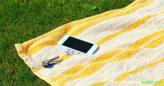Geld, Handy und Schlüssel am Strand verstecken