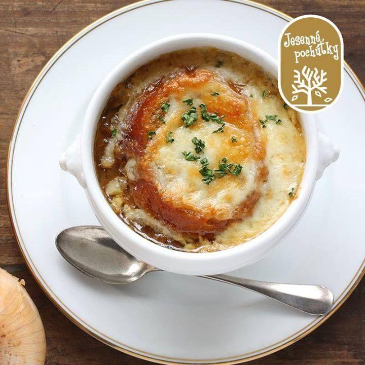 Jednoduchá na prípravu, ale chuťovo dokonalá jesenná záležitosť. To je pravá francúzska cibuľačka!  Skvelý recept nájdete tu: http://bit.ly/francuzska_cibulova_polievka