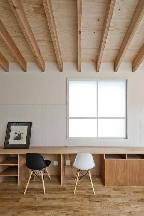 LDKワークスペース: キリコ設計事務所が手掛けたモダンリビングルームです。