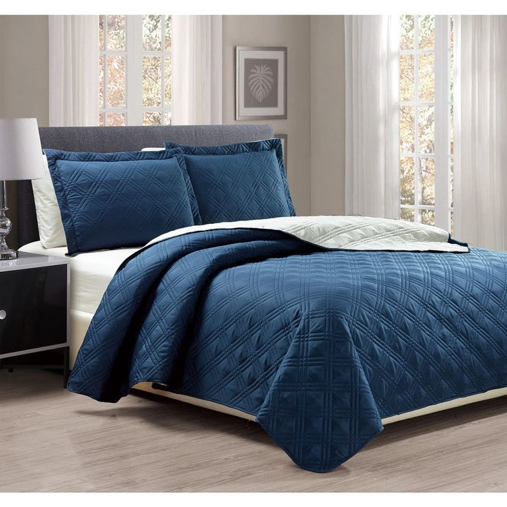 3-piece Solid Reversible King Size Quilt Set in Navy/