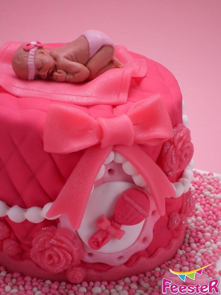 Roze babyshower taart