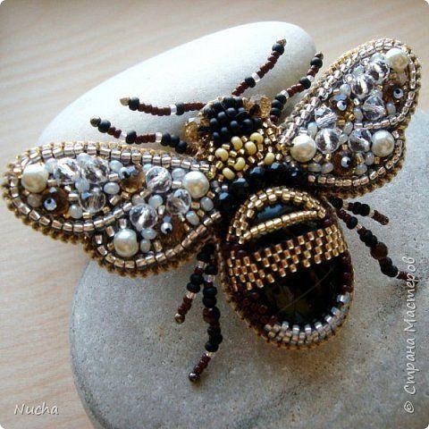 Украшение 8 марта Выпускной День рождения Бисероплетение Вышивка Брошь Пчела Бисер Кожа