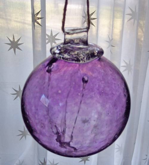 Gaias Gifts (How to Make a Witch Ball).. I have a few of these.. love this.. they look great hanging... need to get a couple of more.. lol