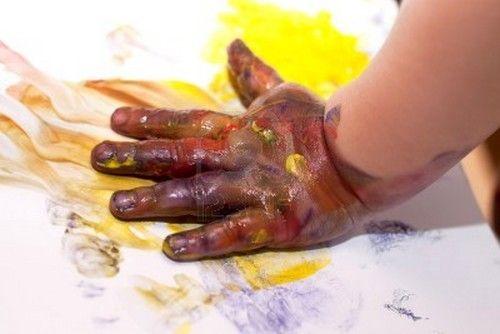 La mano del bambino è di fondamentale importanza per sviluppare l'intelligenza: ecco 11 attività Montessori da proporre ai nostri bambini!
