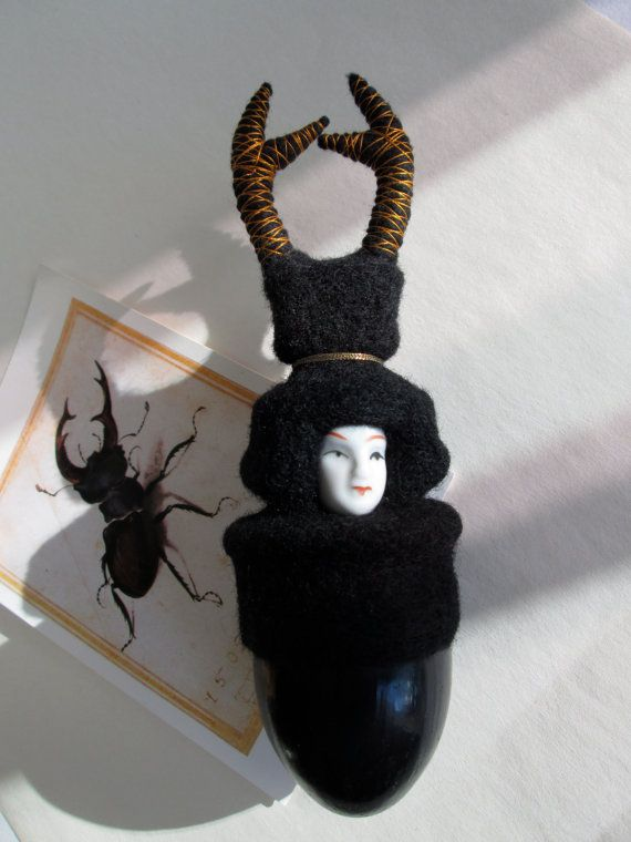 """Insecte lucane, chimère""""cerf-volant"""", laine feutrée noire, entomologie, cabinet de curiosité, figurine"""