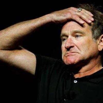 Δείτε σπάνια φωτογραφία του Robin Williams σε μια θεατρική παράσταση στον δρόμο για λεφτά..