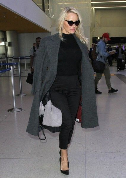 Pamela Anderson Photos Photos - Actress and model Pamela Anderson is spotted departing from LAX in Los Angeles, California on January 18, 2017. - Pamela Anderson Departs From LAX