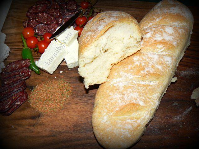 Рецептата за този невероятно вкусен селски хляб ми бе дадена от възрастен хлебар, който цял живот е работел в селската фурна. Аз разделих големите