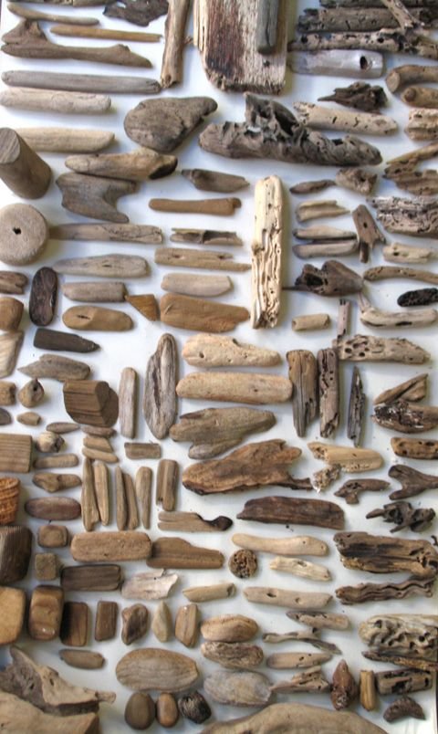 love this collection of driftwood, could be a cool shadowbox over the mantle. Does your family have a collection of found things from the beach?