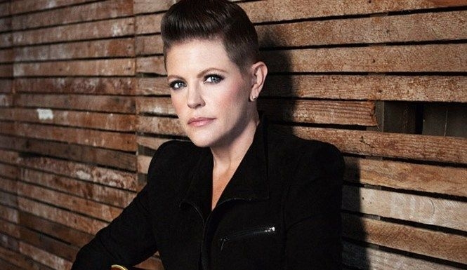 Dixie Chick Natalie Maines Goes Solo, Leaves Controversial Past Behind