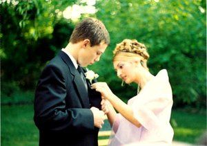 Prom is just around the corner, meaning that there's precious little time for Long Islands juniors and seniors to pick out the perfect dress, ride, and makeup. Check out these tips for having a successful prom!