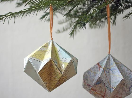 Kerstballen van landkaarten, upcycled DIY Howto met landkaarten - idee van Caroline Verbrugghe, grondstof bij De Kringwinkel Antwerpen