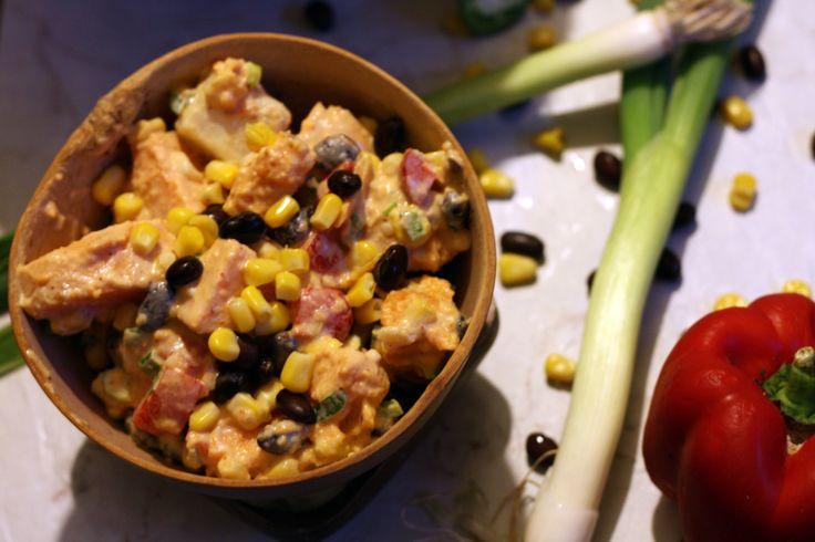 Salade aux 2 patates, d'inspiration Sud-Ouest de par ses haricots noirs, maïs, jalapeno sans oublié la délicieuse mayo chipotle.