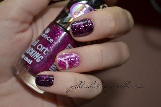 http://www.goldandsilversparkles.com/2012/09/notd-crack-me.html #beautyblog #nails #blogs #notd