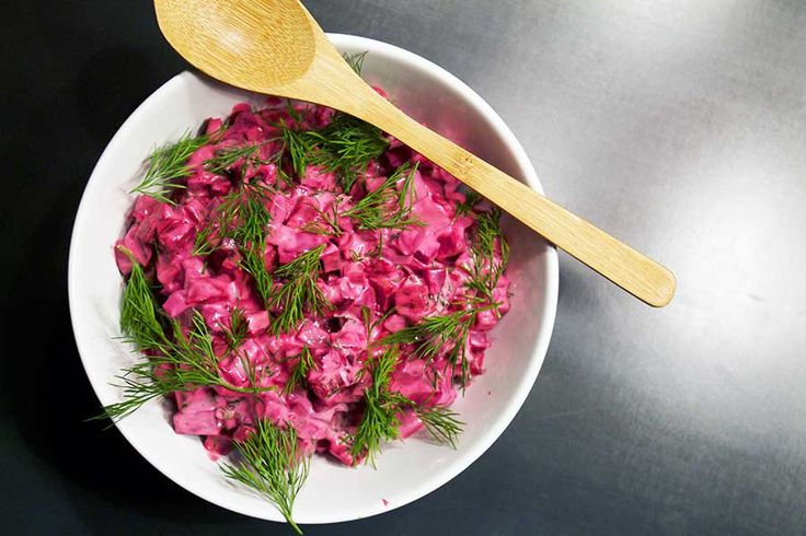 Rødbedesalat med rygeost og dild // Beetroot salad with smokey cheese and dill