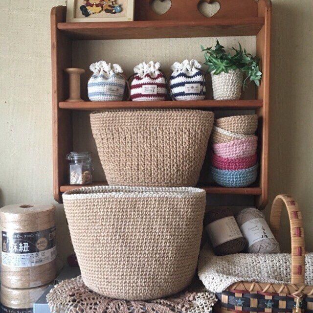 皮の持ち手とカシメ待ちの麻紐バックとトレイ達。 早く届いて〜。 #麻紐 #麻紐バック #かぎ針編み