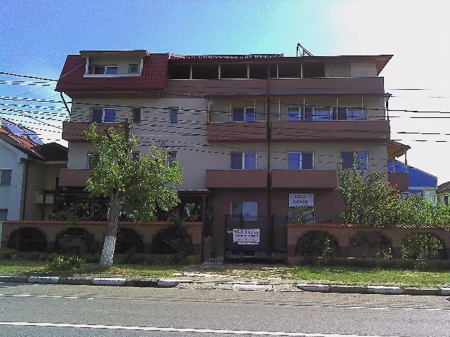 Vila Rocco este situata la intrarea in Eforie Nord dinspre Constanta, pe bulevardul principal, la 700m de plaja si 500m de centru.
