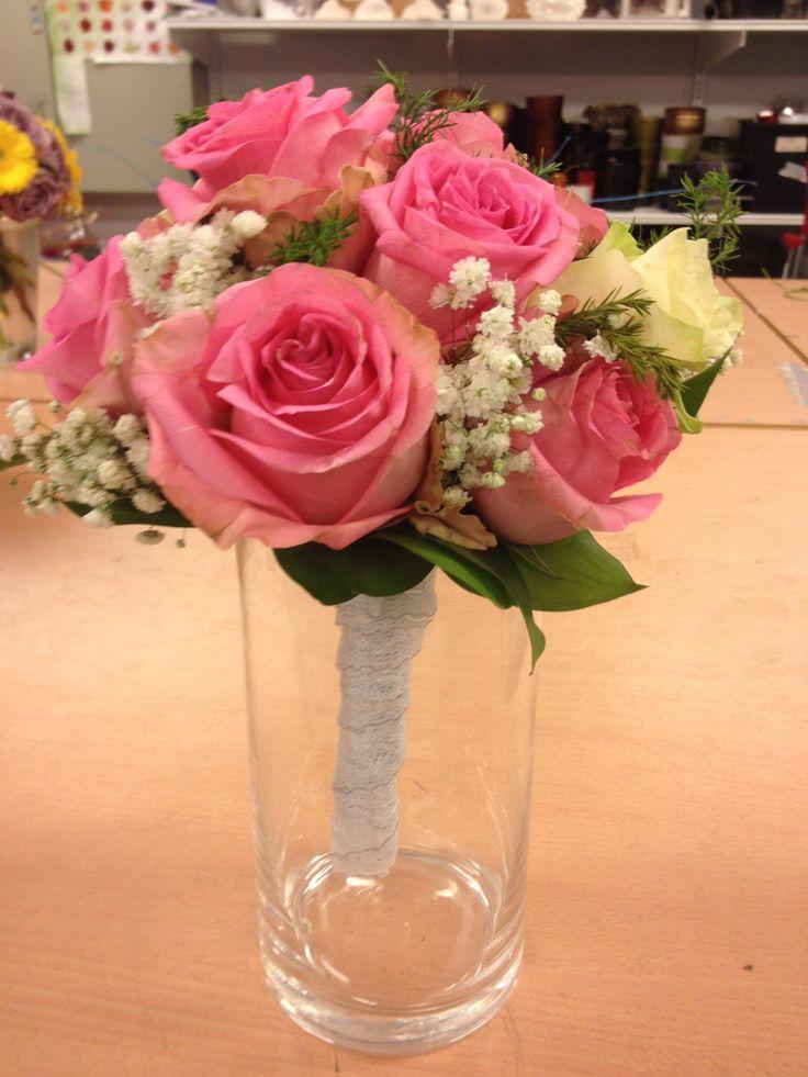 Jeg valgte og bruke de blomsten siden jeg vile lage en liten søt klassisk brudebukett