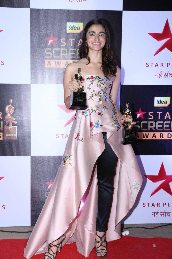 alia-bhatt-in-star-screen-award https://ladyindia.com/blogs/news