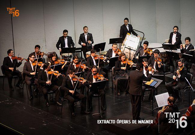 La Orquesta Filarmónica de Temuco, dirigida por el Maestro David Ayma en escena.