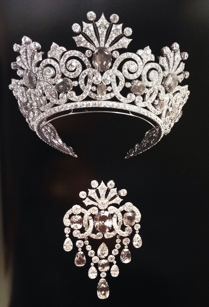 Sapphire and Diamond tiara and brooch. Part of the Parure made for Tsarina Alexandra