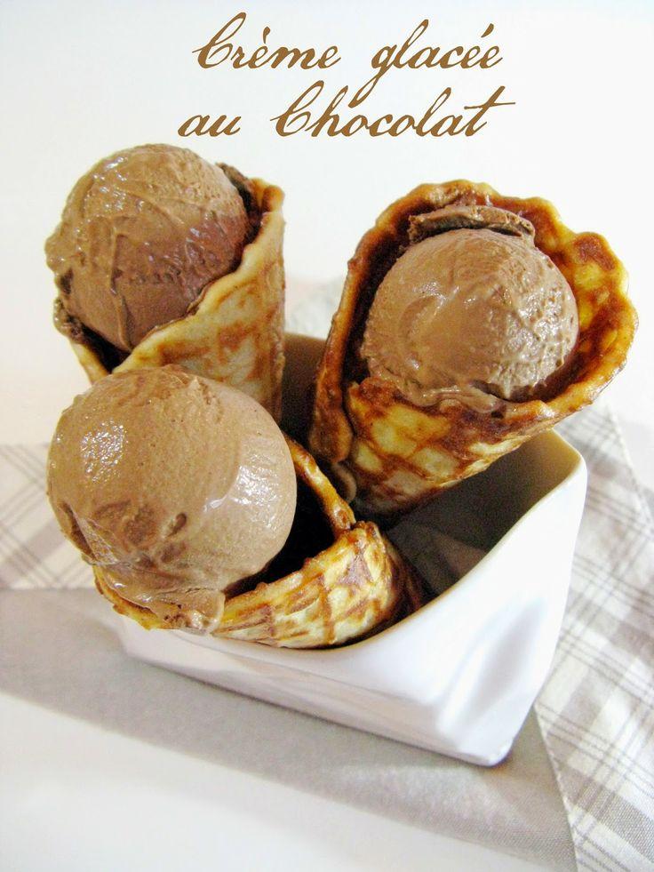 Crème glacée au chocolat et ses cornets