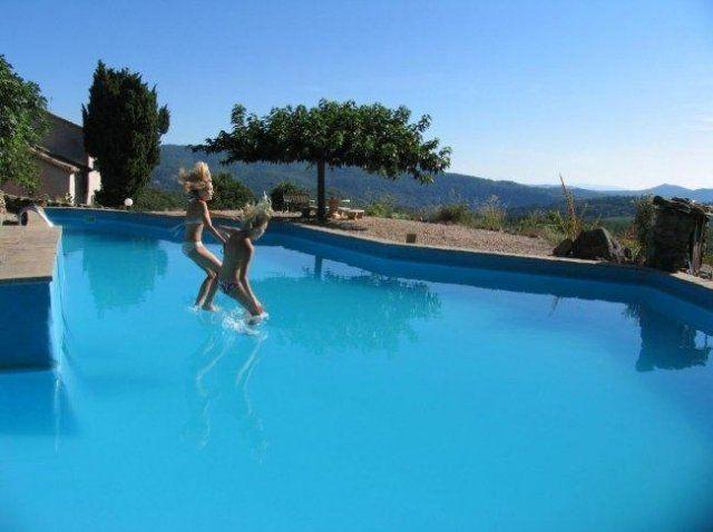 Grens Provence/ Cevennen - vakantie zoals vakantie bedoeld is. Huis/ appartement voor 2,4 of 6 personen. Table d'hote, prachtig uitzicht, boerderij, authentiek en prima prijs.- Le Mas Blanc