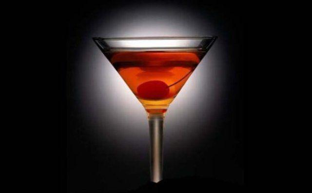 Διαβάστε τη συνταγή για το Manhattan Cocktail και πάμε μαζί να φτιάξουμε το πιο απολαυστικό Cocktail μe whiskey.