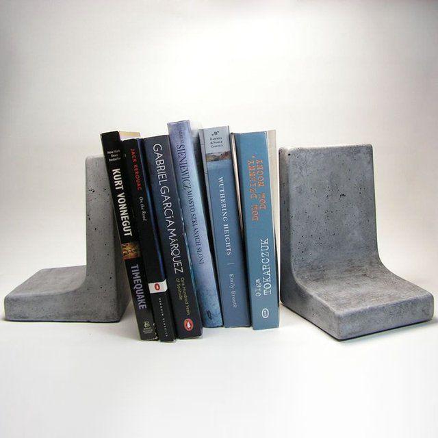 betonnen boekenstandaard