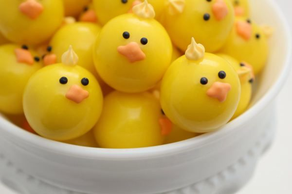 Baby Chicks made out of gumballs! Such a cute and easy idea by @SweetSugarBelle {Callye Alvarado}