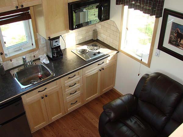 tiny guest cottage - nicely finished and has all a guest needs. Wow, this is perfect in so many ways!!