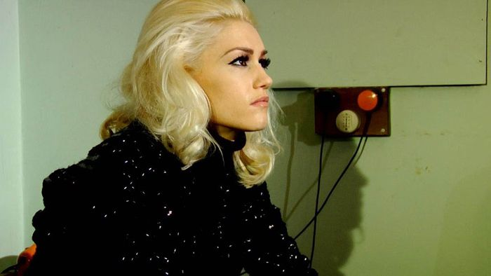 gwen on set of 'early winter' video