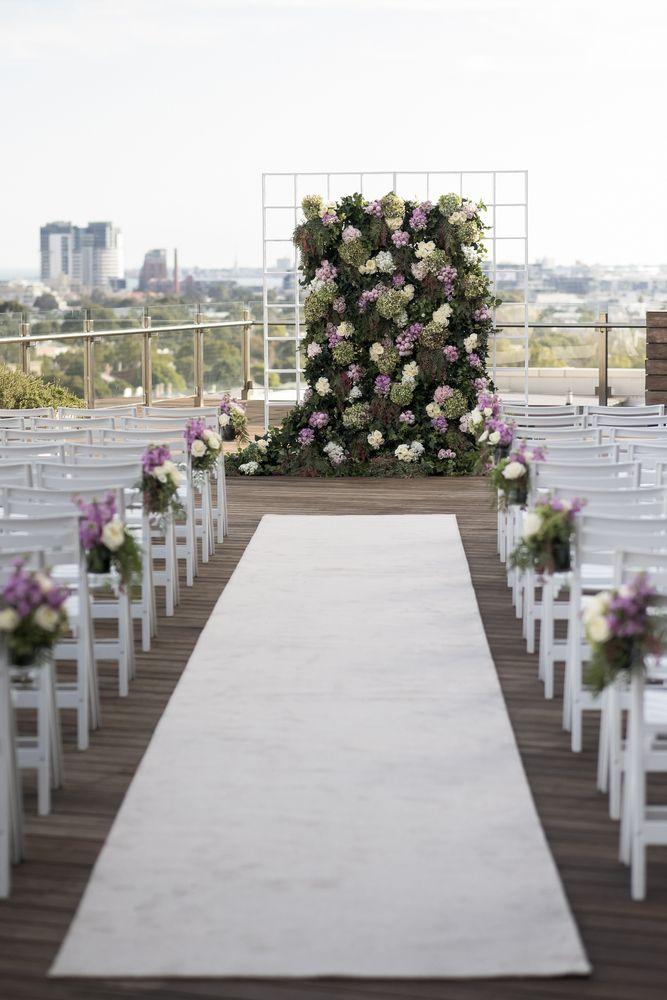 #Сирени и зелени свадебная фон для свадебной церемонии Glamour в Мельбурне…