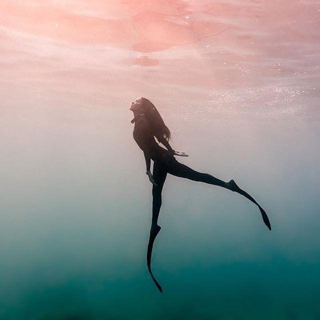 redbulladventure : Hold your breath.: @estrellanavarroholm : @thatmikolim #freediving #underwater #ocean