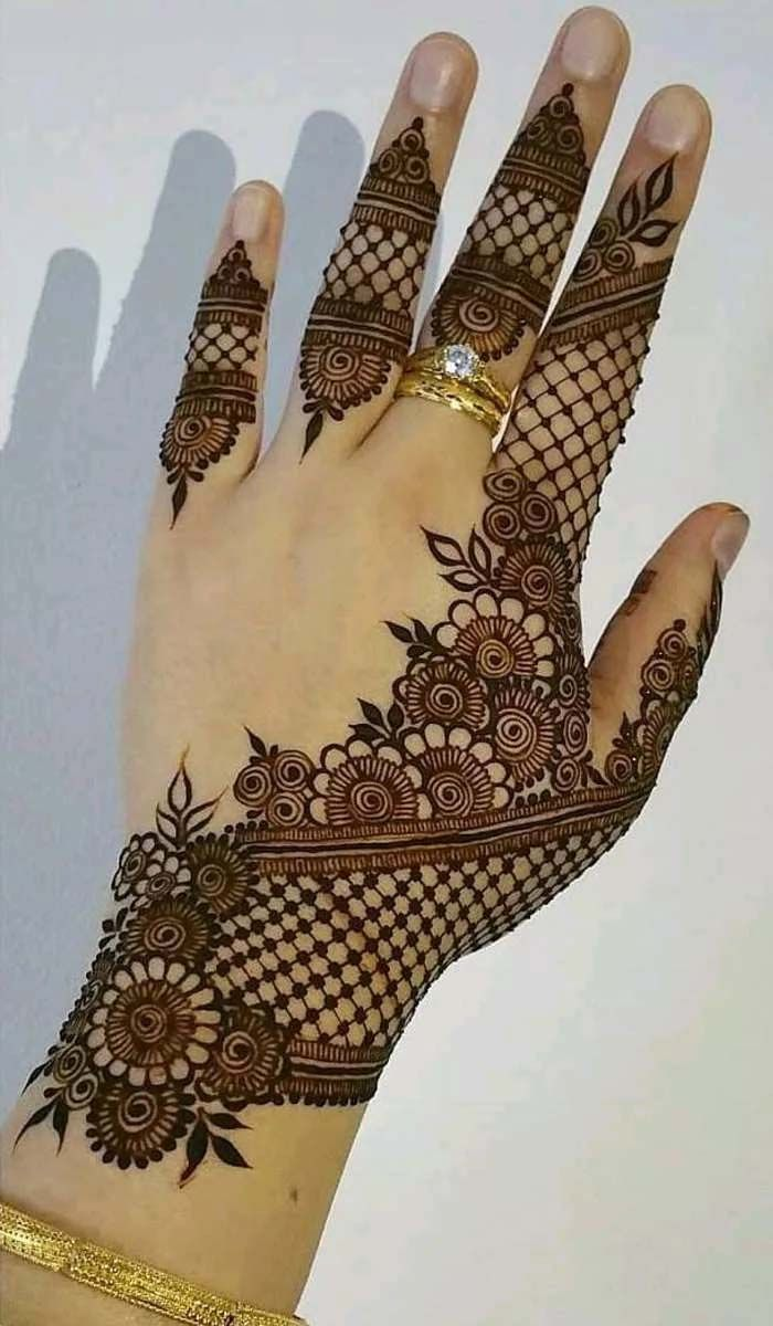 perfect impersonation of the botanical design of henna 2019