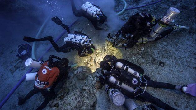 Antiker Computer: Taucher finden Skelett im Antikythera-Wrack . . . http://www.grenzwissenschaft-aktuell.de/skelett-im-antikythera-wrack20160921