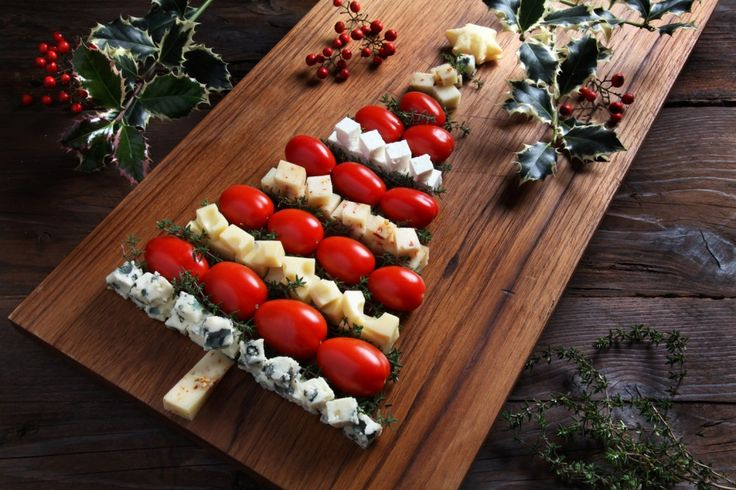 Alberello di formaggi e pomodori