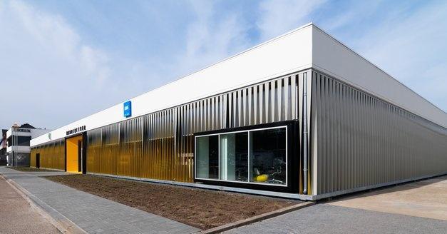 Hoekaanzicht Manufactuur Venlo, een voormalige productiehal van #Leolux waar nu 2.0 Architecten, HME en het management van Leolux huist.