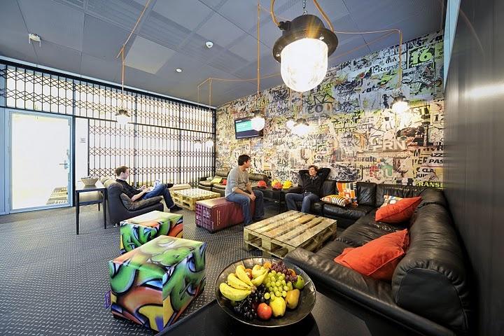 Mais uma salinha de reuniões descontraída, o pessoal do Google sabe como trabalhar se divertindo.