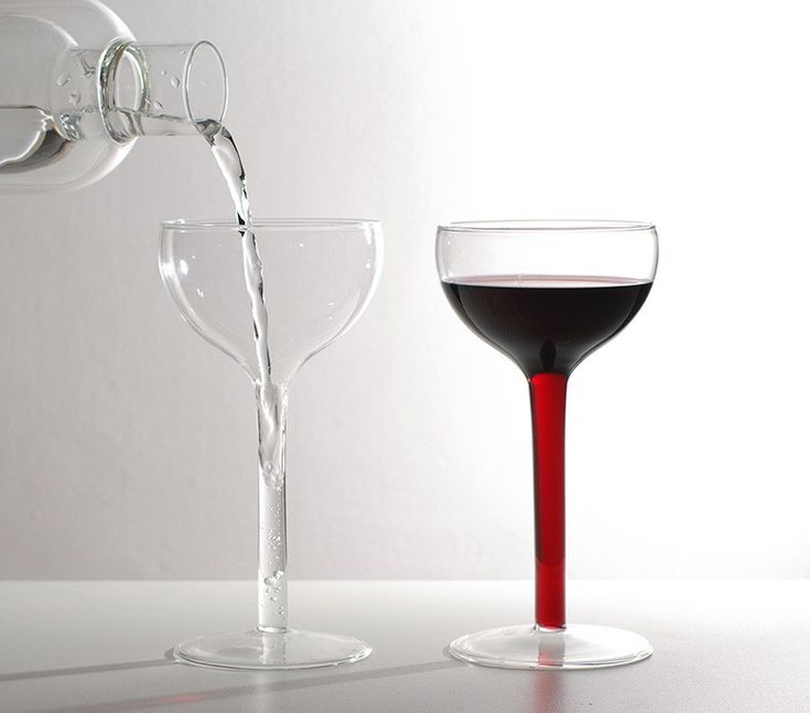 how to carry wine glasses