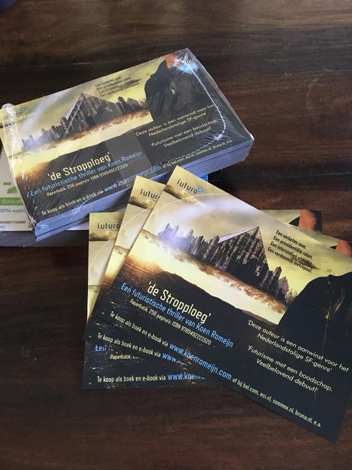 Auteur Koen Romeijn staat dit weekend op Het Nederlands Thrillerfestival in Zoetermeer. Tijd dus voor nieuwe flyers van zijn thriller scifi 'De Strop Ploeg'. #destropploeg #koenromeijn #thriller #scifi #thrillerfest #futurouitgevers