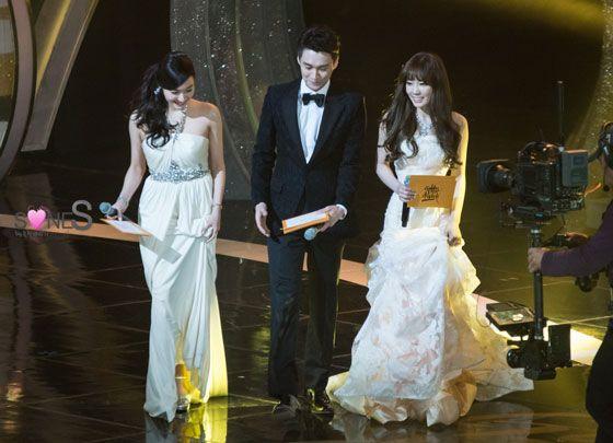 SNSD Taeyeon Tiffany Korean Golden Disk Awards 2014