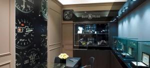 A Bell & Ross anuncia a abertura da sua nova loja na Europa. Depois de Paris, a marca franco-suíça, especializada na criação de relógios inspirados no painel de instrumentos do cockpit dos aviões, chega agora à capital austríaca, confirmando o seu dinamismo e crescimento internacional.