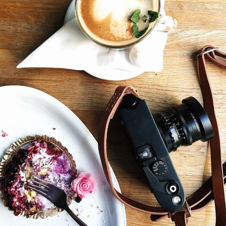 Celebrate Friday afternoon with the great Swedish tradition of fika! Today Remmen No1 Adjustable Cognac got to stand in at a photoshoot with Swedish photo agency @Apeloga . @fotografmatildasveningsson @erika_weiland #RemmenStraps #RemmenCognac #MadeinSweden #CameraStrap #leatherstrap #Leica #m6 #Voigtlander #nokton
