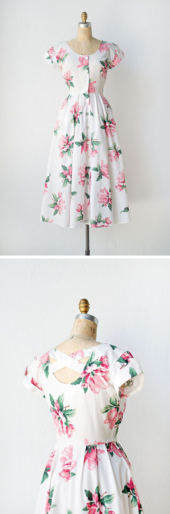 So pretty! Vintage 1950s pink magnolias floral dress.