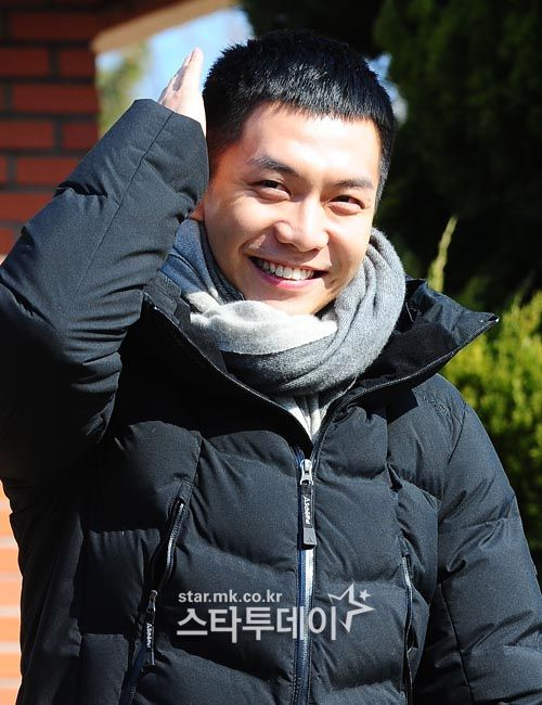 Lee Seung Gi Enlists for the Military with a Buzz Cut and a Smile | A Koala's Playground